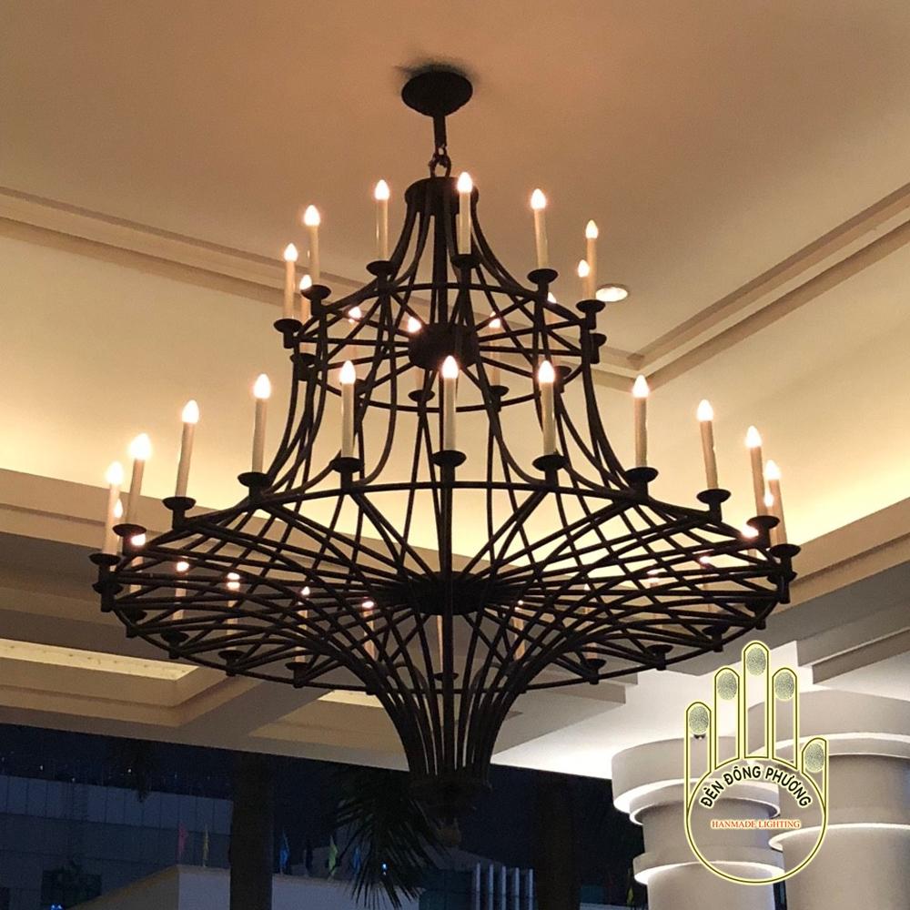 đèn chùm nhiều ngọn nến sảnh khách sạn 5 sao