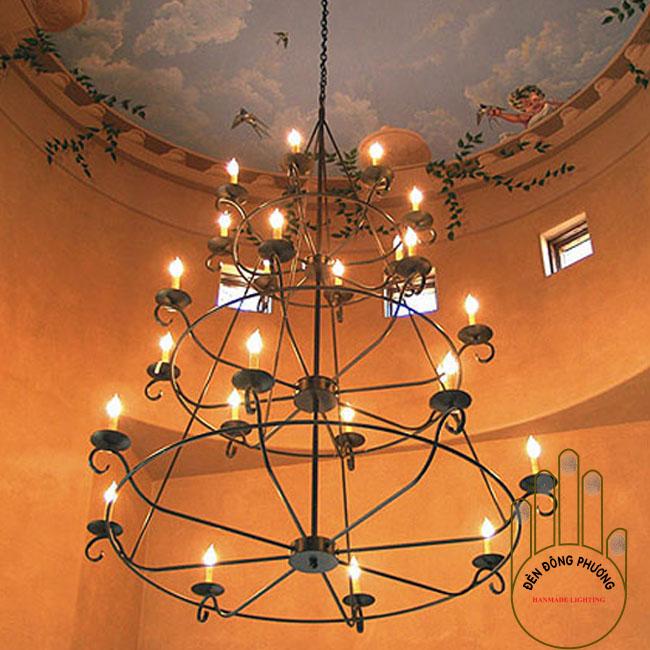 đèn chùm sắt cổ điển nhiều tầng cho nhà thông tầng