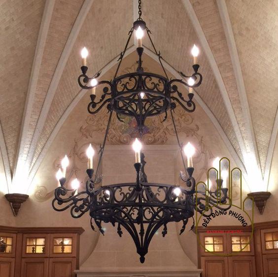 đèn chùm sắt rèn mái vòm châu âu