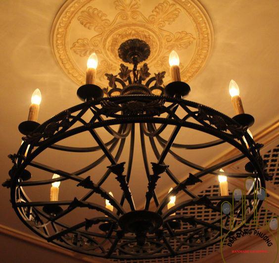 đèn chùm sắt rèn phòng khách biệt thự