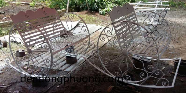 ghế sắt hoa văn xe lắc