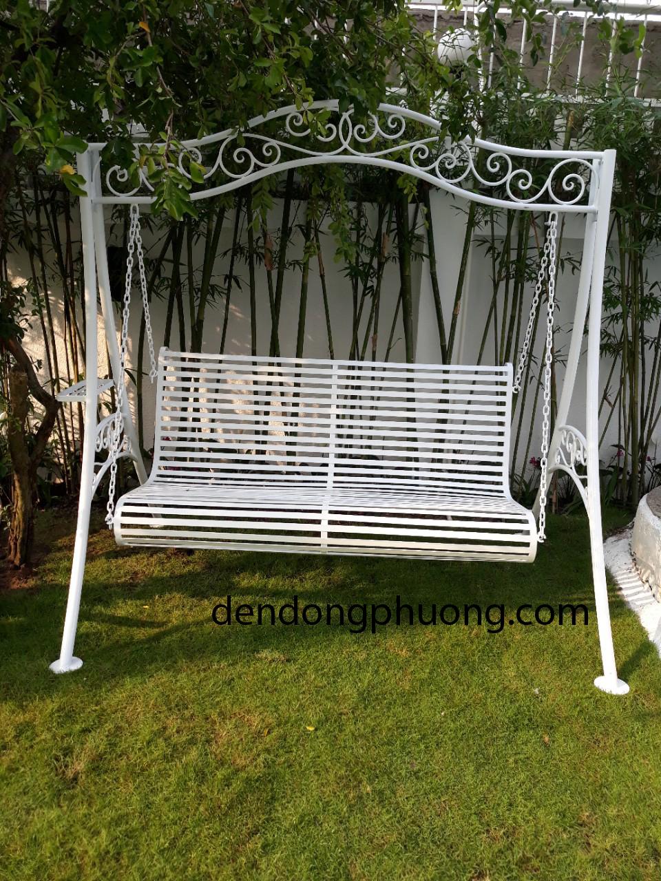 ghế xích đu sắt sân vườn