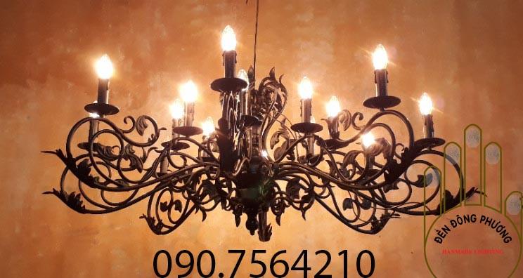 đèn chùm sắt rèn hoa văn đại sảnh biệt thự